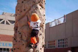 SJSU-Mascot-Climbing